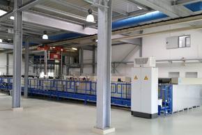 Elektropolieranlage mit Wärmerückgewinnungssystem zum Klimatisieren der Produktionshalle